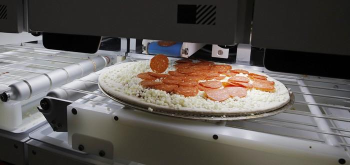 Этот робот может делать 300 пицц в час