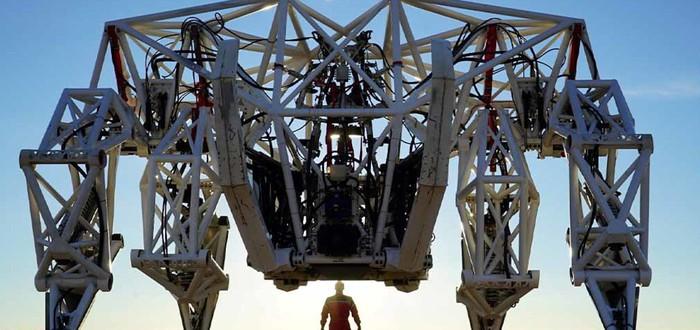 Изобретатель из Канады создал четырехметровый экзоскелет