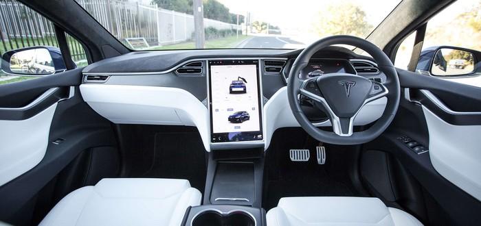 Новый патент Tesla демонстрирует руль с сенсорным переключением передач