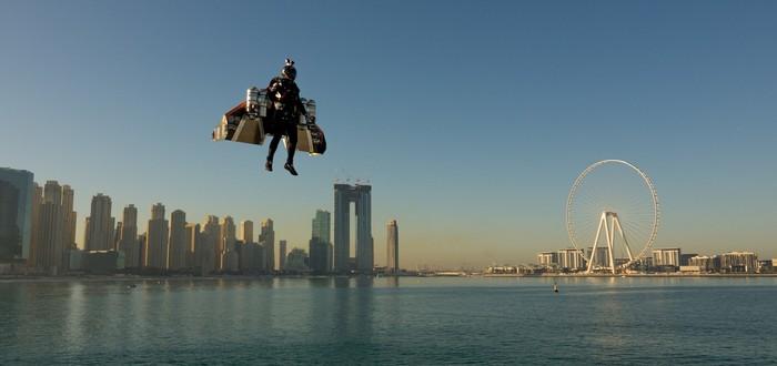 Железный человек — в Дубаи пилот джетпака успешно совершил полет по городу