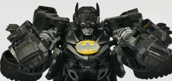 Эта фанатская фигурка Бэтмена может трансформироваться в Бэтмобиль