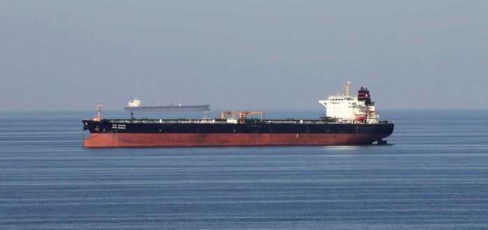 Десятки нефтяных танкеров собрались у побережья Южной Калифорнии