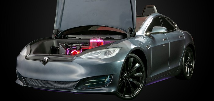 Origin PC собрала кастомный компьютер внутри игрушечной Tesla Model S