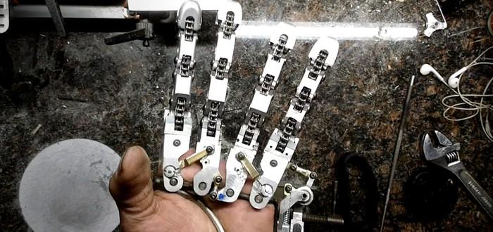 Умелец с ампутированными пальцами создал себе протез, напоминающий перчатку из Half-Life: Alyx