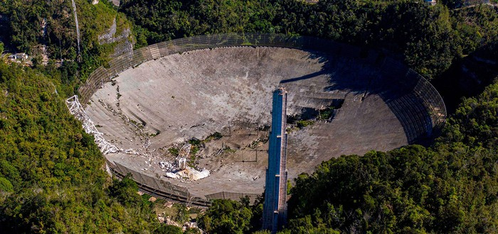 Посмотрите процесс разрушения 300-метрового радиотелескопа Аресибо