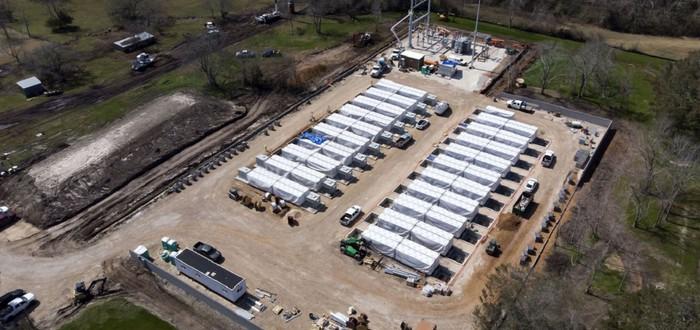 Дочерняя компания Маска тайно строит гигантские батареи в Техасе