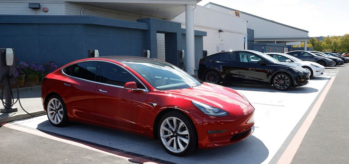 Полиция США арестовала владельца Tesla, которая ехала без водителя