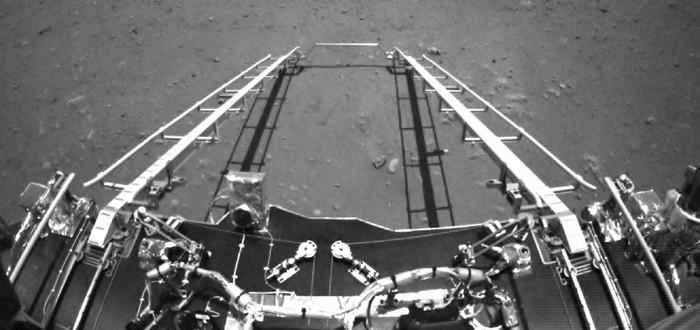 Китайский марсоход выкатился на поверхность планеты