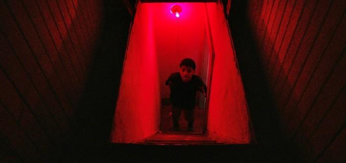 Школьники против маньяка в трейлере хоррора The Boy Behind the Door