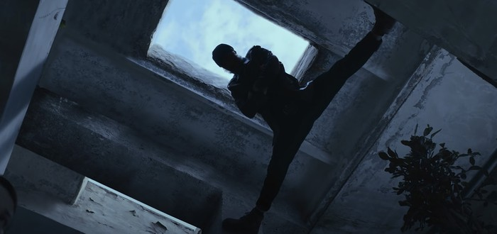 """Фирменный шпагат Жан-Клода Ван Дамма в отрывке из боевика """"Последний наёмник"""""""