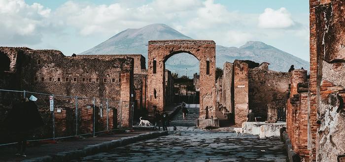 """В Помпеях обнаружили гробницу человека, пробившегося """"из грязи в князи"""""""