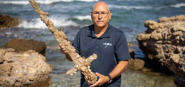 Дайвер нашел у побережья Израиля 900-летний меч крестоносцев