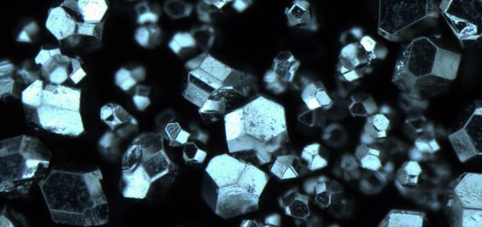 Ученые обнаружили новый, простой способ превращать графит в алмазы