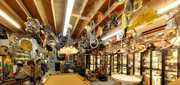Посетите мастерскую Адама Сэвиджа с Google Street View