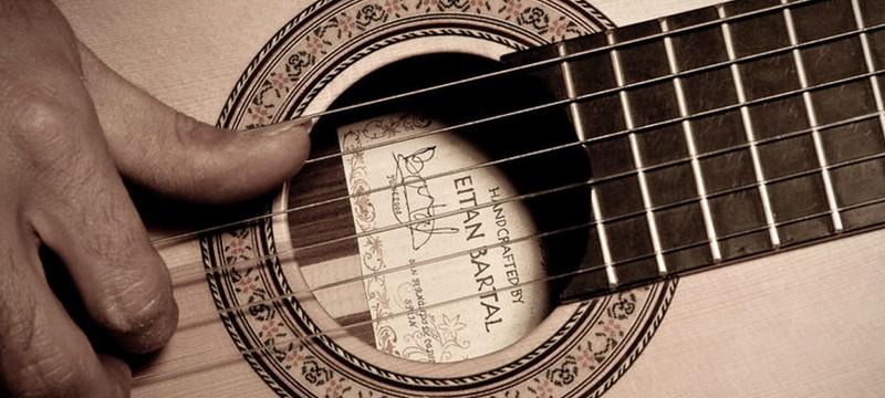 Short: изготовление гитары вручную