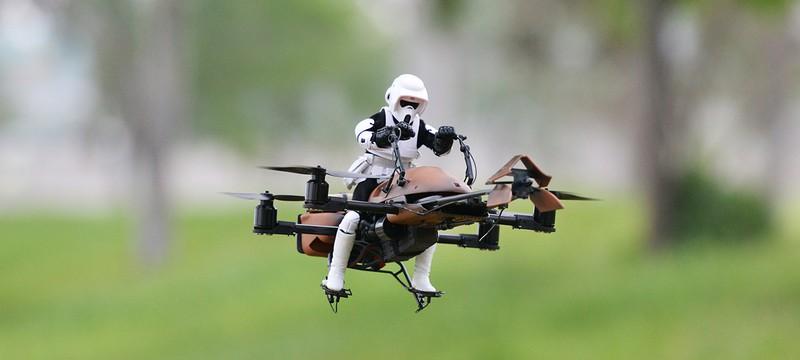 Летающий дрон в виде Имперского спидербайка