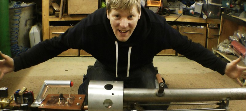 Безумный британский изобретатель сделал термитную пушку