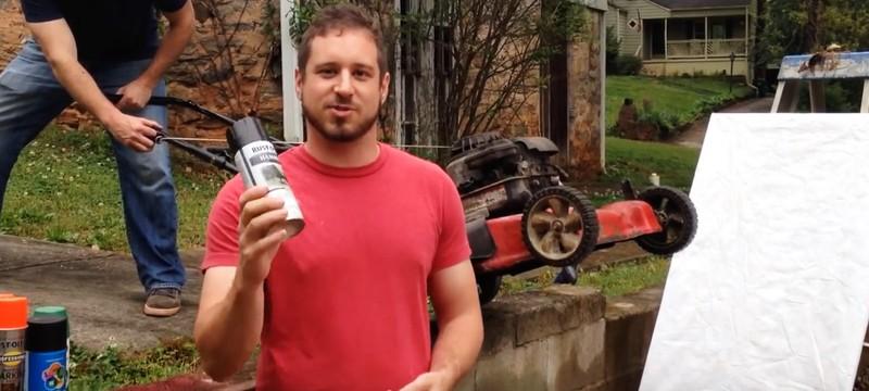 Что будет, если бросить баллончик в работающую газонокосилку