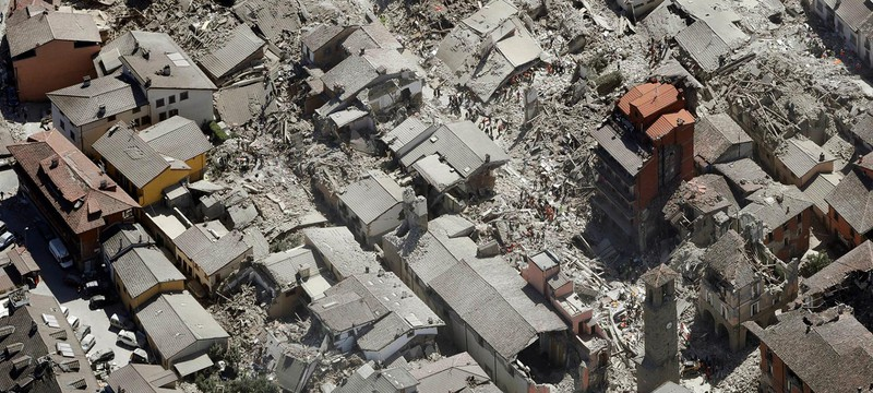 Вид на последствия землетрясения в Италии с высоты дрона