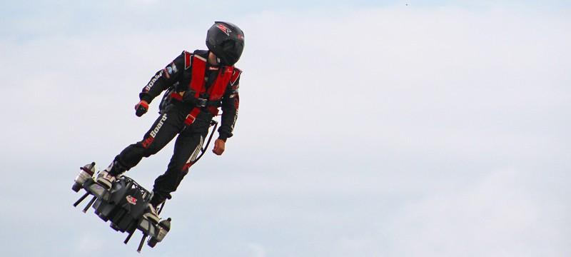 Изобретателю реального ховерборда запрещено летать во Франции