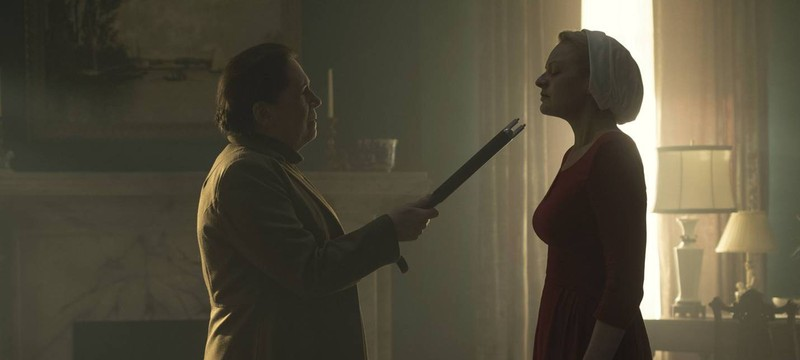 The Handmaid's Tale продлили на второй сезон