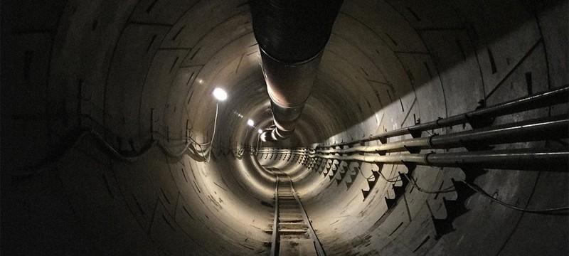 Илон Маск показал туннель, построенный его буровой машиной