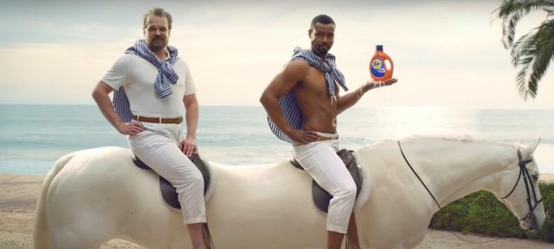 Дэвид Харбор снялся в рекламе стирального порошка