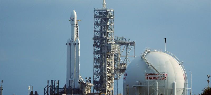 Анимация SpaceX показывает, как родстер Tesla полетит к Марсу