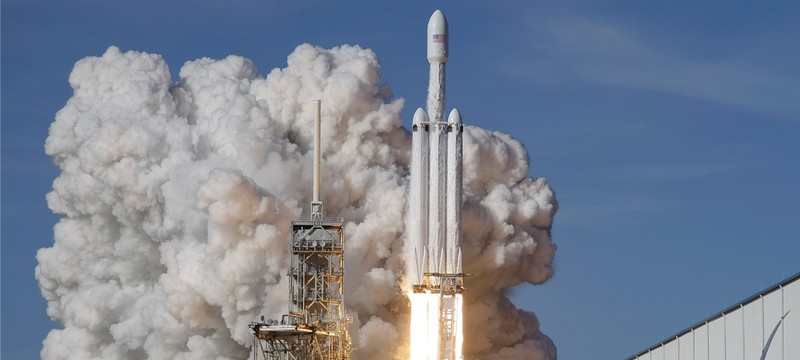 Центральная ступень Falcon Heavy разбилась об воду