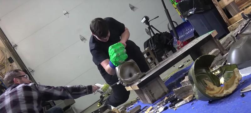 Умельцы создали перчатку Халка, которой можно громить стены