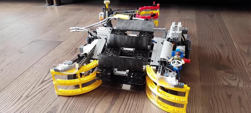 Уборщик Lego из Lego