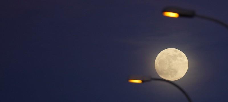 """В Китае планируют освещать улицы """"искусственной луной"""""""