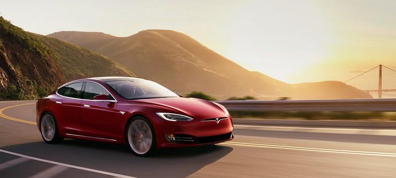 Злоумышленники угнали Tesla Model S c помощью планшета