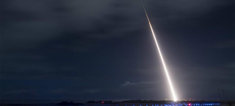 Американский военный корабль сбил фальшивую ядерную бомбу при помощи аппарата-перехватчика