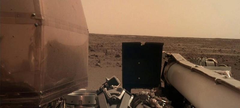 Первые фото с Марса от аппарата InSight