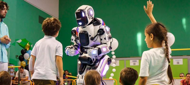 СМИ: Самый современный российский робот оказался человеком в костюме