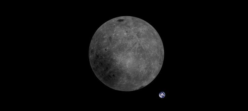 Китайский спутник снял обратную сторону Луны с Землей на фоне