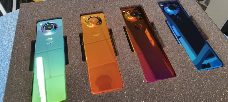 Основатель Essential показал прототип странного смартфона — у него вытянут дисплей