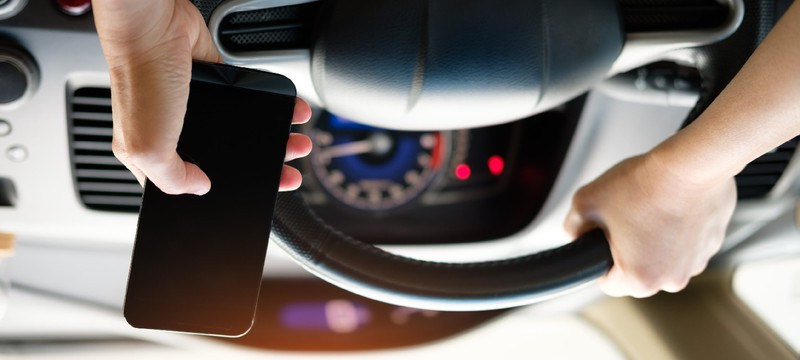 Австралия первой в мире начала использование камер, регистрирующих использование телефона за рулем