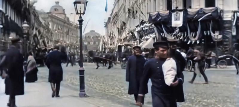 Нейросеть раскрасила видео Тверской улицы 1896 года