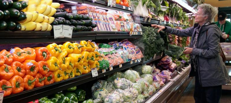 Владельцы супермаркета выбросили еду на 35 тысяч долларов из-за кашля покупателя