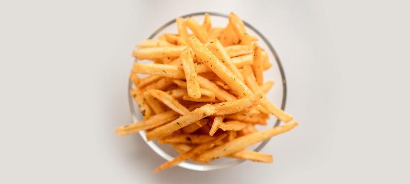 Из-за коронавируса бельгийцев просят есть больше картошки фри
