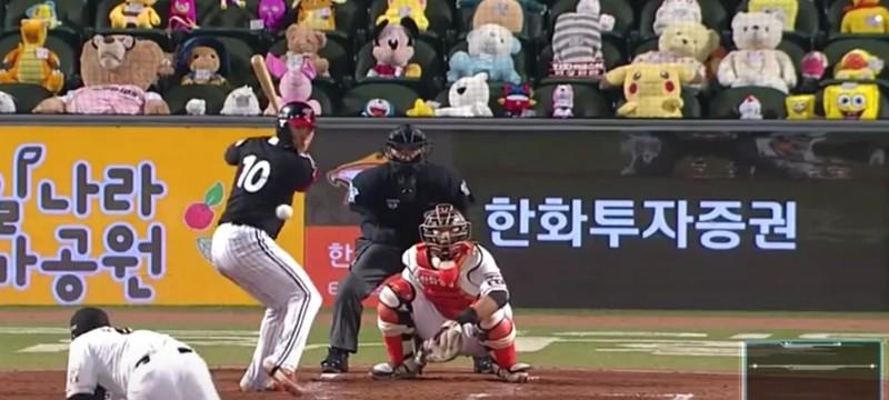 На бейсбольных матчах в Южной Корее трибуны заполнены плюшевыми игрушками