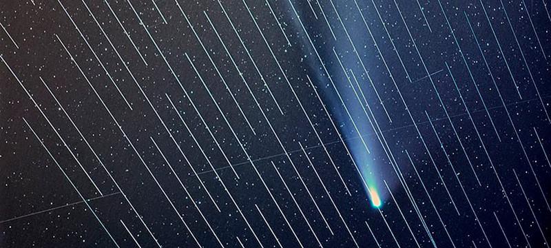 Интернет-спутники SpaceX испортили фотографу кадр с кометой Neowise
