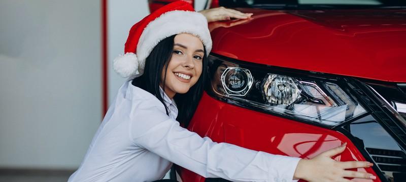 Автомобиль, деньги или лыжи — самые желанные подарки россиян на Новый год