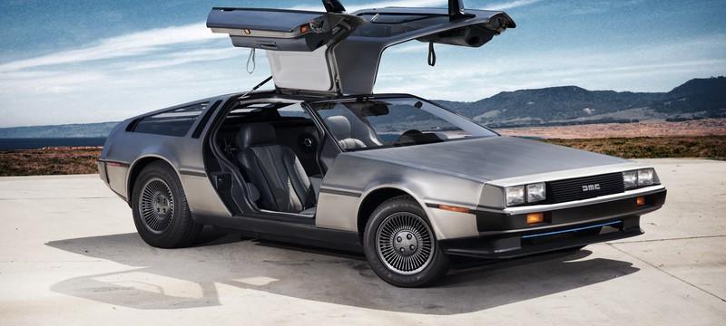 """Студенты японского колледжа построили памятник, посвященный DeLorean из """"Назад в будущее"""""""