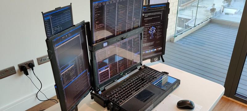 У этого ноутбука 7 дисплеев и всего 60 минут работы от батареи