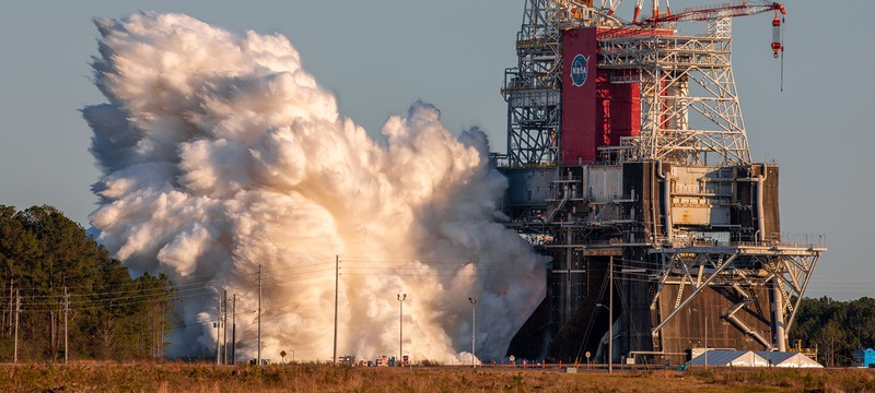 Посмотрите 8-минутный запуск двигателей новой гигантской ракеты NASA SLS