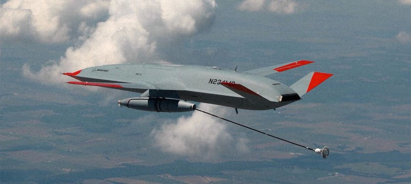 Дрон Boeing успешно совершил дозаправку истребителя в воздухе