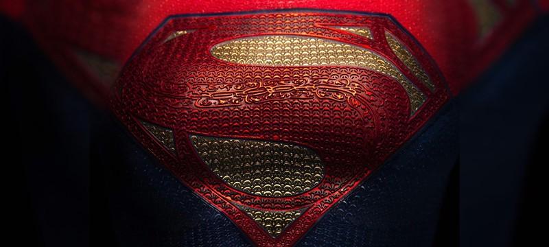 "Режиссёр фильма ""Флэш"" показал логотип Супергёрл"